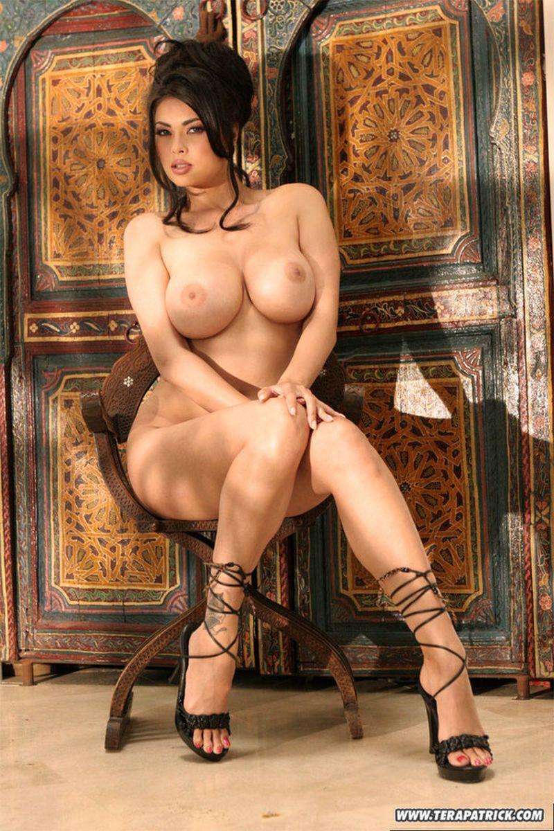 Тера патрик голая фотосессии, две модели сосут хуй порно
